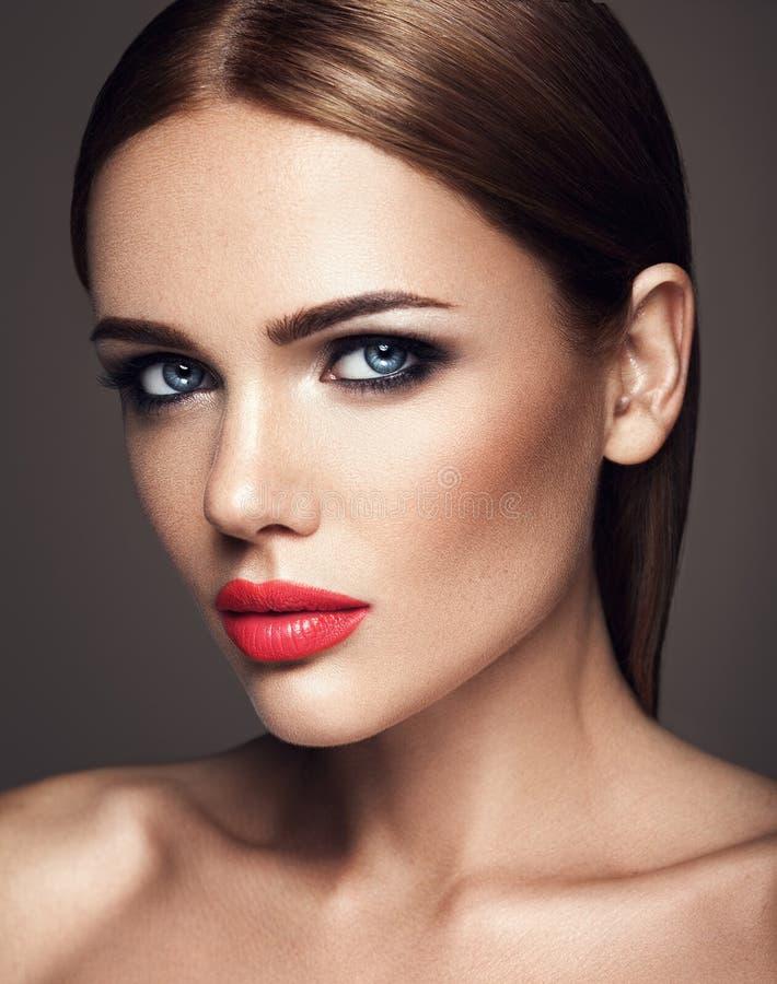 Download Όμορφο πρότυπο γοητείας με φρέσκο καθημερινό Makeup με Στοκ Εικόνες - εικόνα από κοίταγμα, υγιής: 62717290