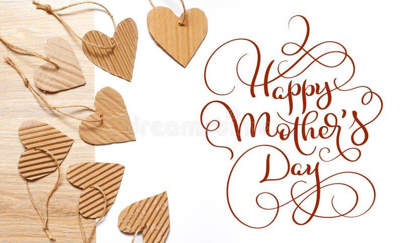 Όμορφο πλαίσιο των καρδιών της ευτυχούς ημέρας μητέρων εγγράφου και κειμένων του Κραφτ Το γράφοντας χέρι καλλιγραφίας σύρει στοκ φωτογραφίες με δικαίωμα ελεύθερης χρήσης