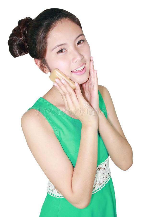 Όμορφο σαπούνι λαβής γυναικών σε ετοιμότητα της στοκ φωτογραφία με δικαίωμα ελεύθερης χρήσης