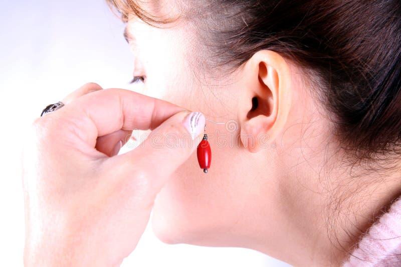 Download όμορφο σκουλαρίκι που β στοκ εικόνα. εικόνα από δώρο - 17057177