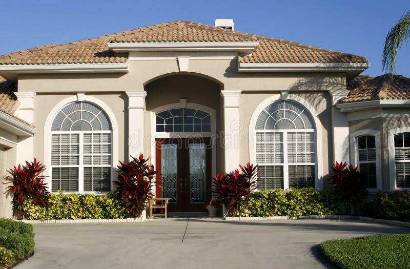 όμορφο σπίτι εισόδων στοκ φωτογραφία με δικαίωμα ελεύθερης χρήσης
