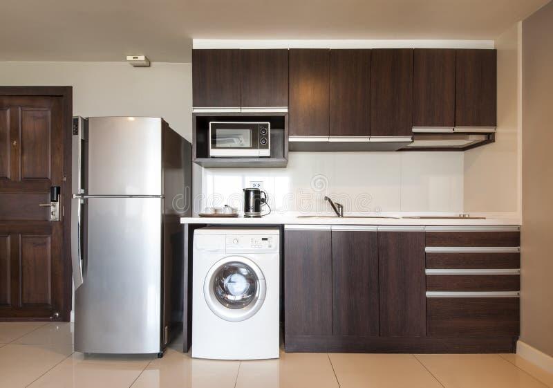Όμορφο σπίτι, εσωτερικό, άποψη της κουζίνας. στοκ εικόνες