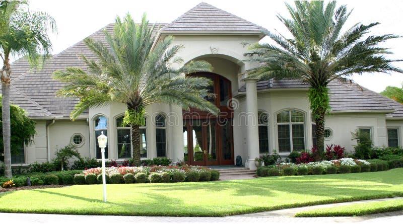 όμορφο σπίτι στοκ εικόνα με δικαίωμα ελεύθερης χρήσης