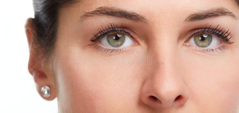 όμορφο στενό πρόσωπο ματιών - επάνω γυναίκα στοκ εικόνα