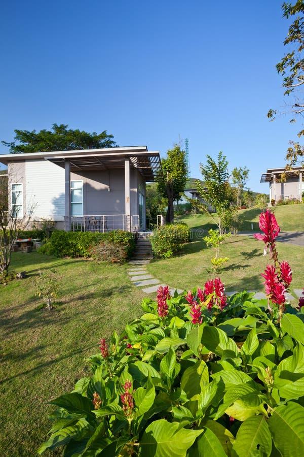 Download Όμορφο σύγχρονο σπίτι στοκ εικόνες. εικόνα από προοπτική - 22780882