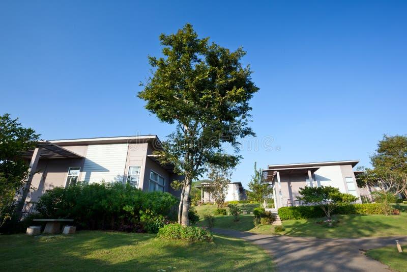 Download Όμορφο σύγχρονο σπίτι στοκ εικόνες. εικόνα από σχέδιο - 22780908