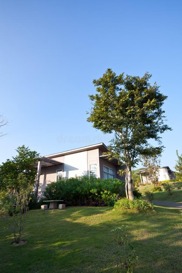 Download Όμορφο σύγχρονο σπίτι στοκ εικόνες. εικόνα από κενός - 22780920
