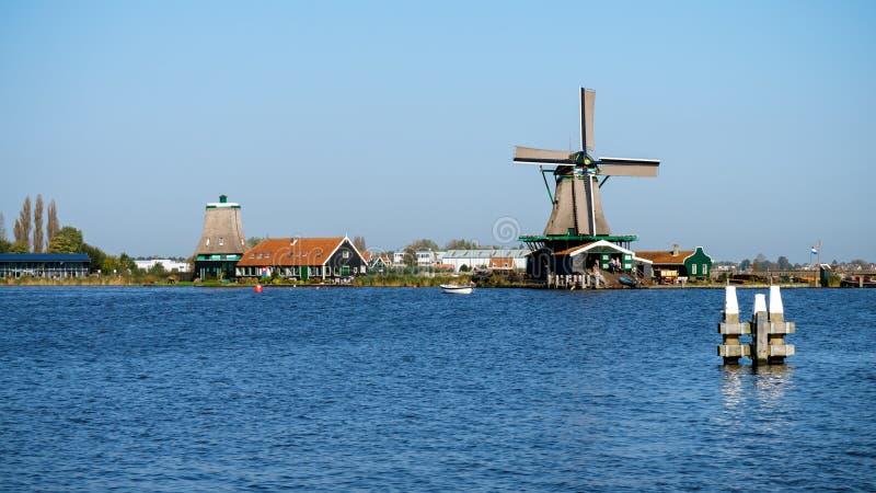 Όμορφο τοπίο ανεμόμυλων Zaanse Schans στην Ολλανδία, οι Κάτω Χώρες στοκ εικόνα με δικαίωμα ελεύθερης χρήσης