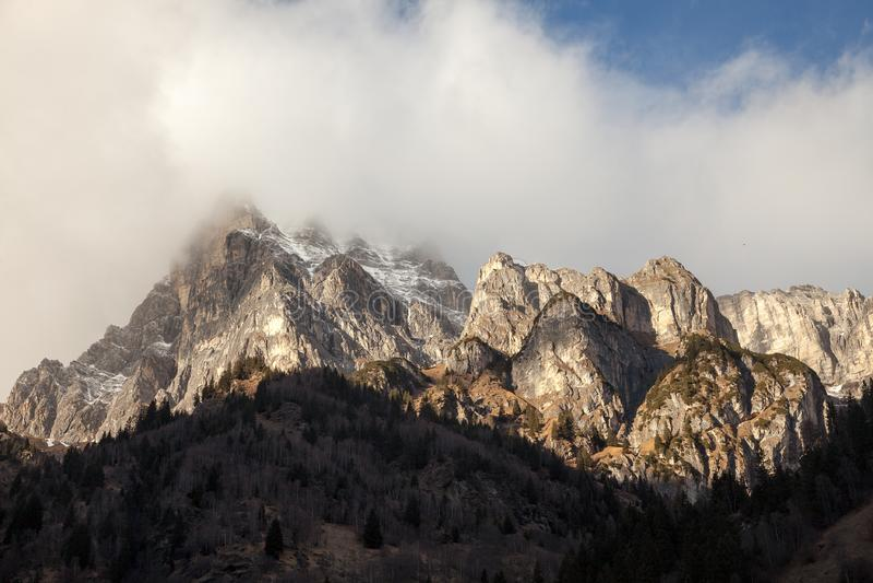 Όμορφο τοπίο βουνών από την κοιλάδα Fleres, κοντά στο πέρασμα Brenner, Ιταλία στοκ εικόνα με δικαίωμα ελεύθερης χρήσης