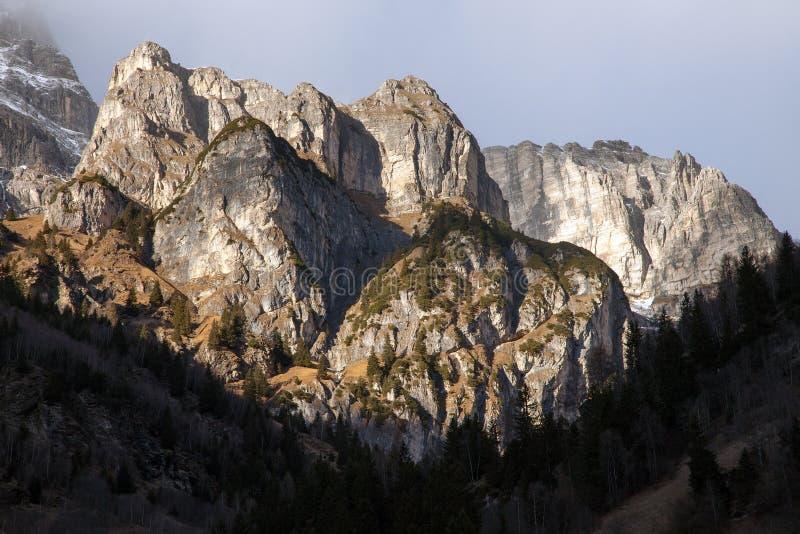 Όμορφο τοπίο βουνών από την κοιλάδα Fleres, κοντά στο πέρασμα Brenner, Ιταλία στοκ φωτογραφίες με δικαίωμα ελεύθερης χρήσης