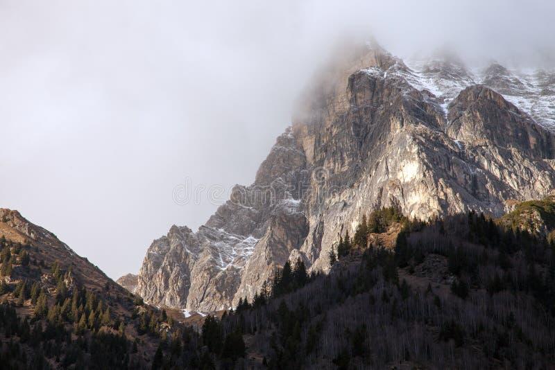 Όμορφο τοπίο βουνών από την κοιλάδα Fleres, κοντά στο πέρασμα Brenner, Ιταλία στοκ εικόνες
