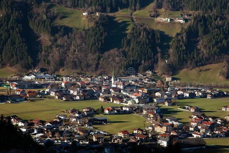 Όμορφο τοπίο βουνών σε Zell AM Ziller, Αυστρία στοκ εικόνες
