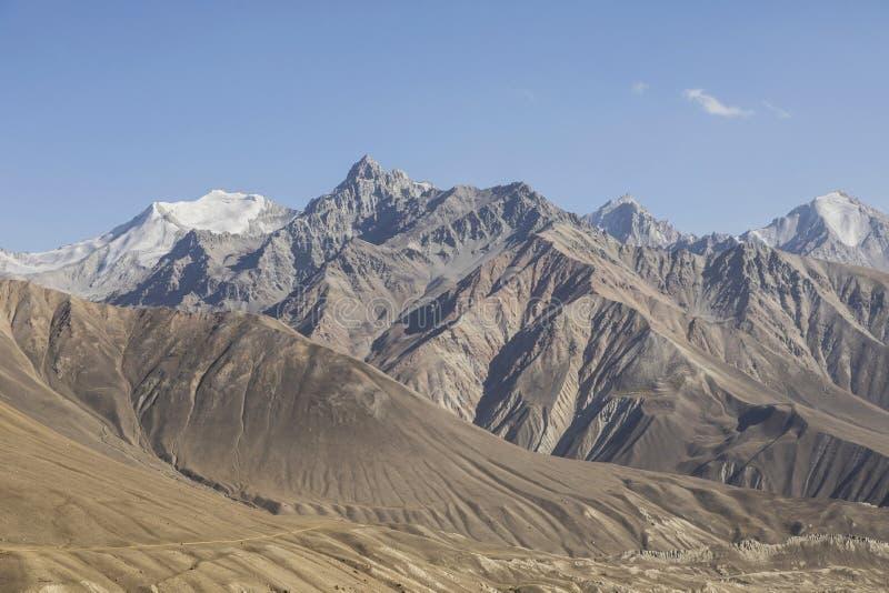 Όμορφο τοπίο στα Pamir βουνά Άποψη από το Τατζικιστάν στοκ εικόνες με δικαίωμα ελεύθερης χρήσης