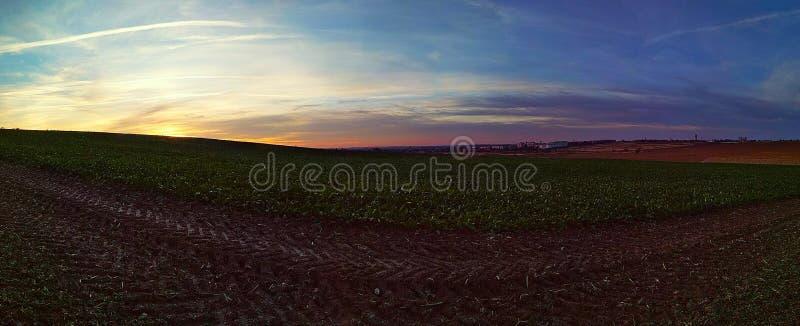 όμορφο τοπίο των πρώτων θερμών ημερών άνοιξη στοκ φωτογραφία με δικαίωμα ελεύθερης χρήσης