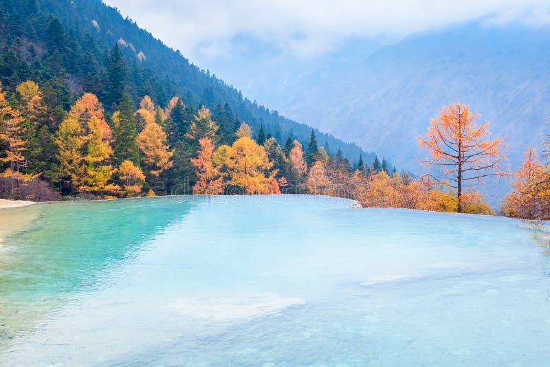 Όμορφο τοπίο φθινοπώρου huanglong στην Κίνα στοκ φωτογραφία με δικαίωμα ελεύθερης χρήσης
