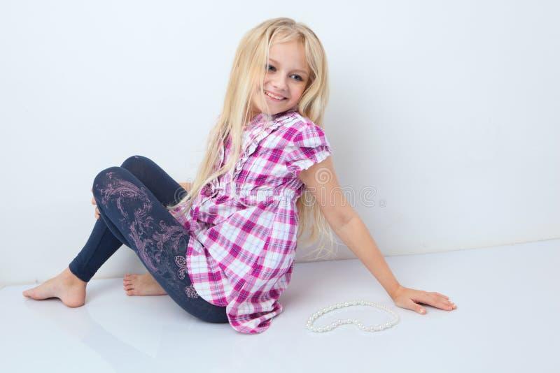 όμορφο τρίχωμα κοριτσιών λίγο μακρύ svetlyi στοκ εικόνα