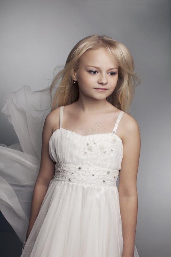 όμορφο τρίχωμα κοριτσιών λίγο μακρύ svetlyi στοκ φωτογραφίες