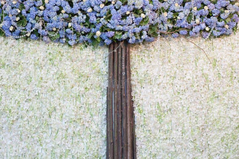 Όμορφο υπόβαθρο λουλουδιών για τη γαμήλια σκηνή στοκ εικόνα