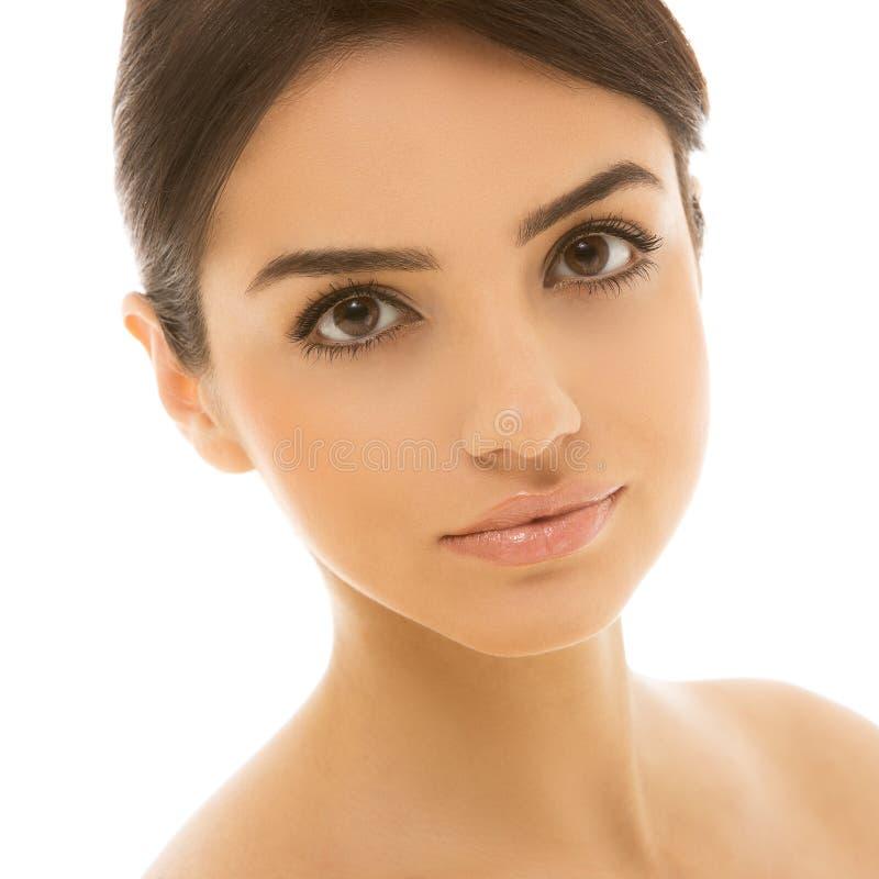 Όμορφο, φυσικό κορίτσι με τα χαριτωμένα καφετιά μάτια στοκ εικόνες