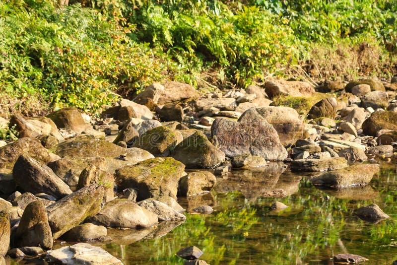Όμορφο φυσικό νερό καταρρακτών παλατιών στοκ φωτογραφία