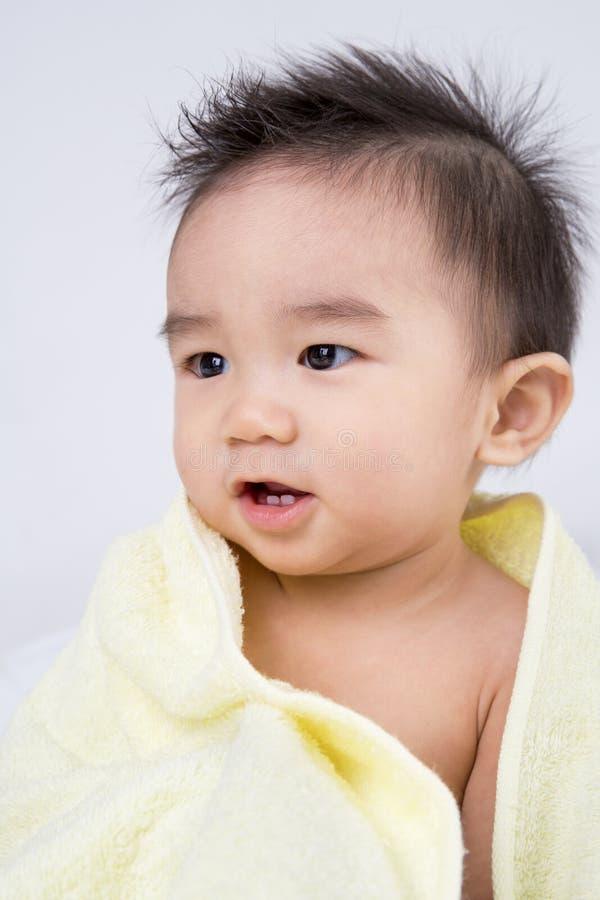 Όμορφο χαμογελώντας ασιατικό χαριτωμένο μωρό στοκ φωτογραφία