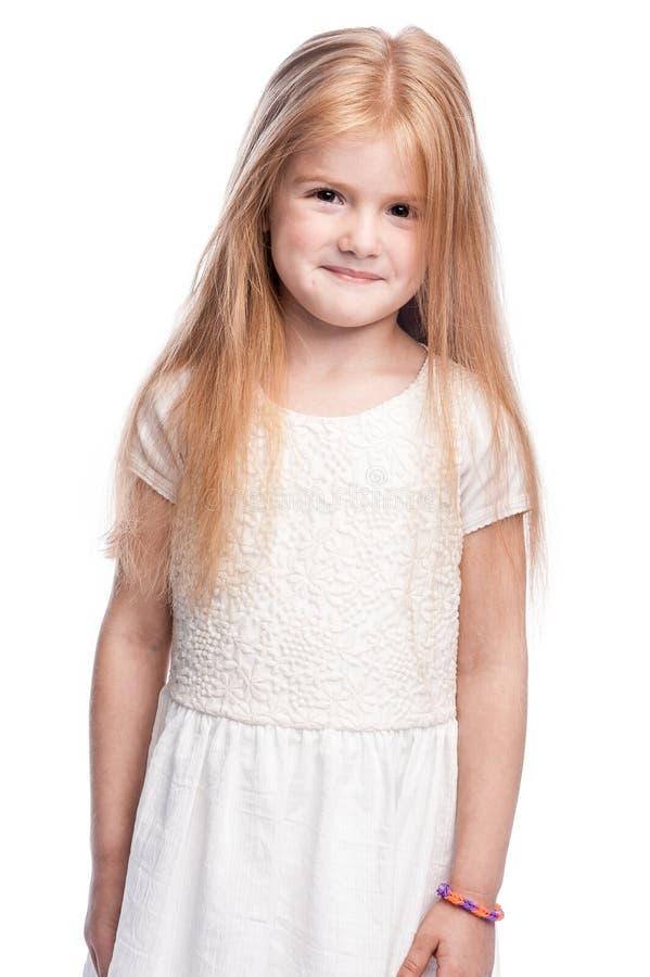 Όμορφο χαμογελώντας μικρό κορίτσι τετράχρονων παιδιών στοκ εικόνα