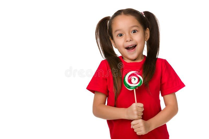 Όμορφο χαριτωμένο μικρό κορίτσι με ένα lollipop στοκ εικόνα με δικαίωμα ελεύθερης χρήσης