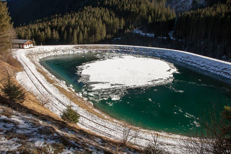 Όμορφο χειμερινό τοπίο κοντά στον καταρράκτη Krimml, Αυστρία στοκ εικόνα