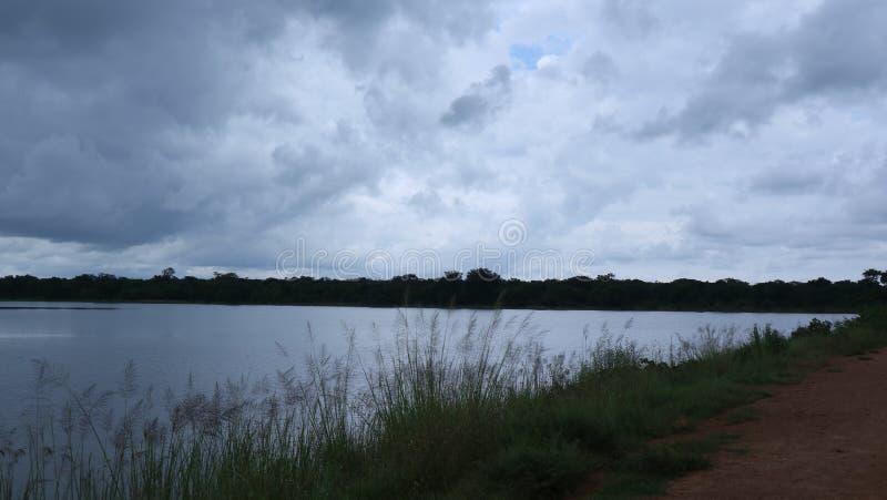 όμορφο ύδωρ ανατολής απεικόνισης σύννεφων στοκ εικόνα