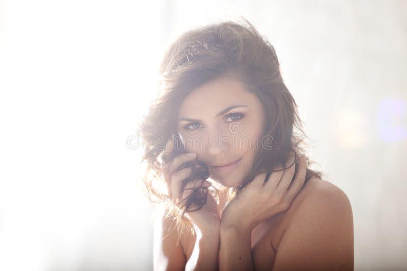 όμορφο brunette κομψό στοκ φωτογραφία με δικαίωμα ελεύθερης χρήσης
