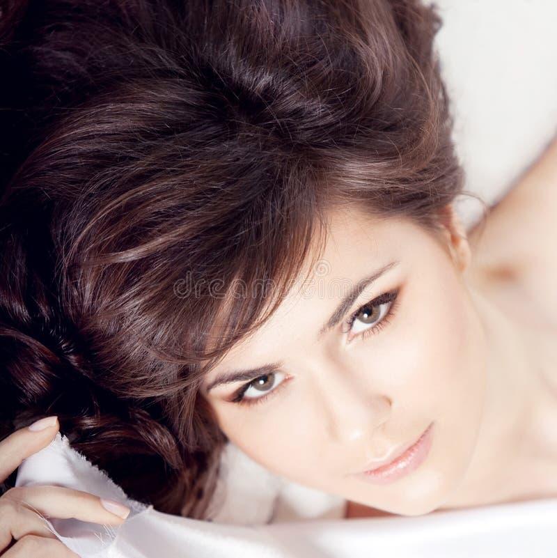 όμορφο brunette κομψό στοκ εικόνα