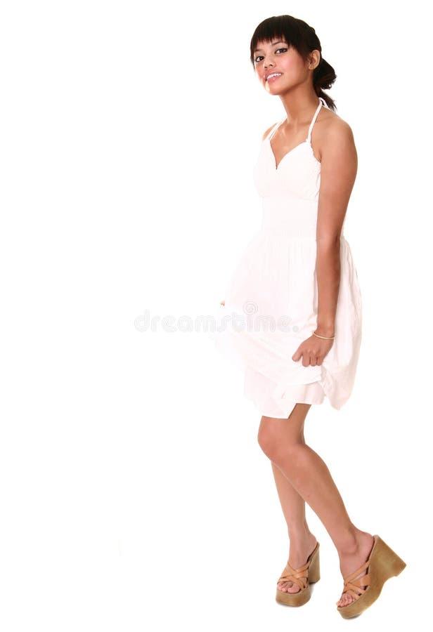 Όμορφο Brunette στο άσπρο TA στοκ εικόνες
