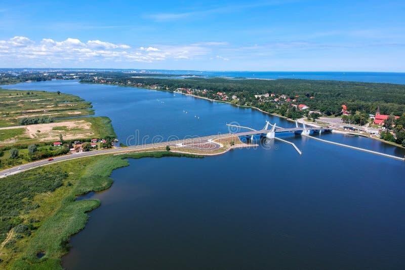 Όμορφο drawbridge πέρα από το νεκρό ποταμό Vistula σε Sobieszewo, Πολωνία στοκ φωτογραφίες
