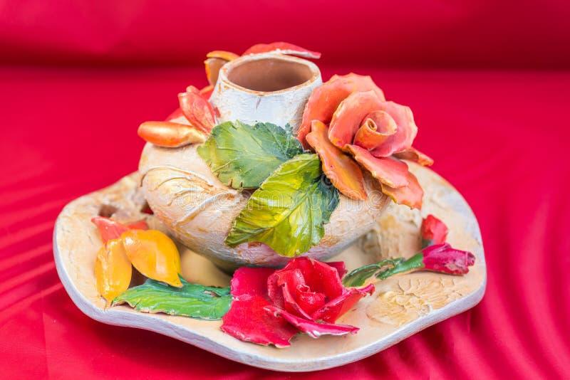 Όμορφο floral βάζο αργίλου στοκ φωτογραφία με δικαίωμα ελεύθερης χρήσης