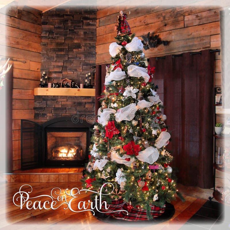 Όμορφο instagram του χριστουγεννιάτικου δέντρου και της εστίας εξοχικών σπιτιών στοκ φωτογραφίες