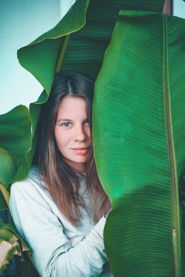 Όμορφο womant πορτρέτο εγκαταστάσεων στοκ εικόνα με δικαίωμα ελεύθερης χρήσης