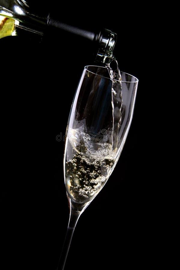 όντας χυμένο γυαλί κρασί στοκ φωτογραφίες