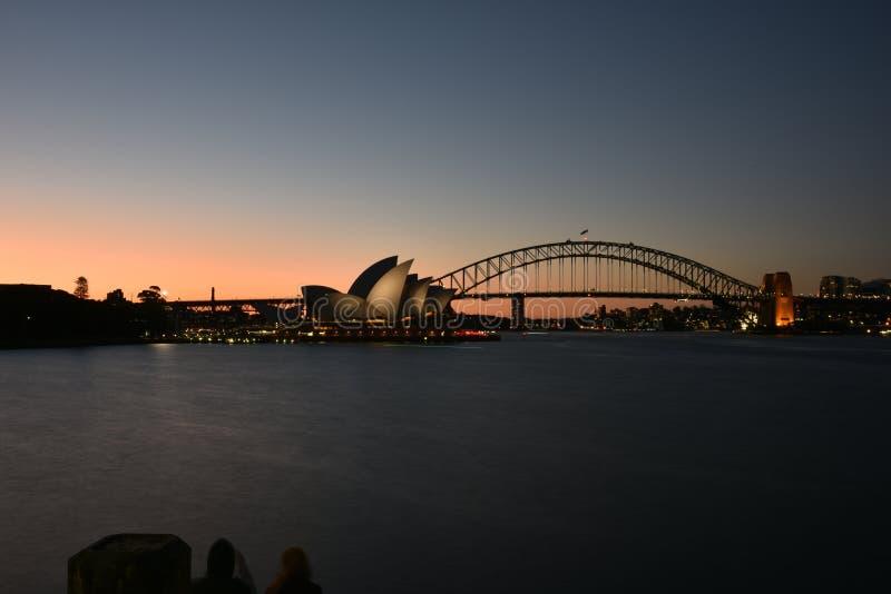 Όπερα του Σίδνεϊ και λιμενική γέφυρα στο ηλιοβασίλεμα, ΑΥΣΤΡΑΛΙΑ στοκ φωτογραφία με δικαίωμα ελεύθερης χρήσης