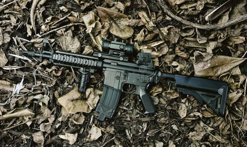 Όπλα και στρατιωτικός εξοπλισμός για το στρατό, πυροβόλο όπλο επιθετικών τουφεκιών M4A1 στοκ φωτογραφία