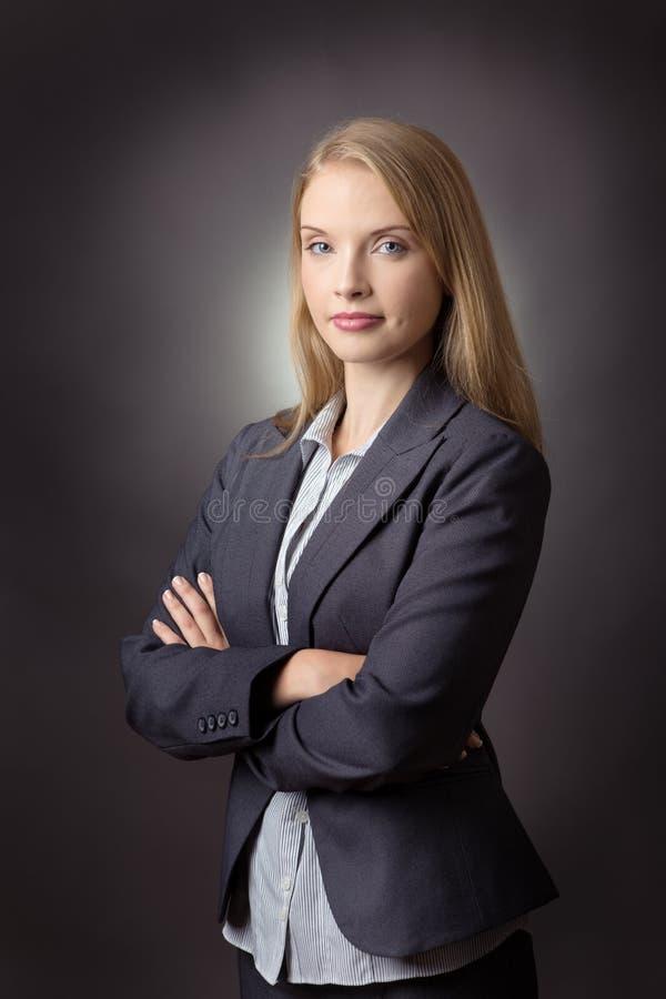 Όπλα επιχειρησιακών γυναικών που διπλώνονται στοκ εικόνες με δικαίωμα ελεύθερης χρήσης
