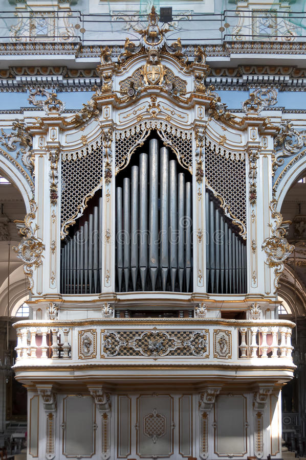 Όργανο σωλήνων μέσα στο SAN Giorgio Church, Modica, Σικελία, Ιταλία στοκ εικόνα με δικαίωμα ελεύθερης χρήσης