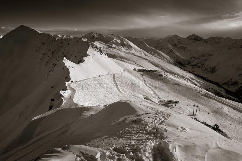 Download όρη Ελβετός στοκ εικόνες. εικόνα από skiing, ελβετία, ουρανοί - 376864