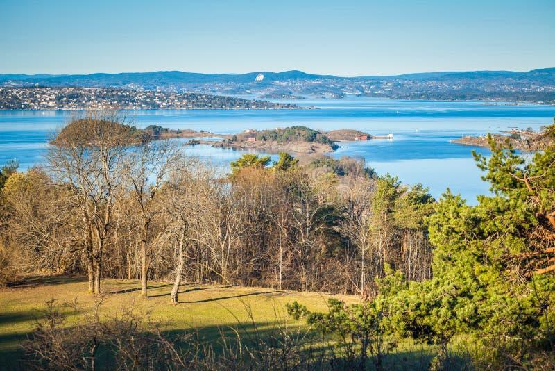 Όσλο fiord το πρωί Πανοραμική άποψη από το πάρκο γλυπτών Ekebergparken στοκ εικόνα