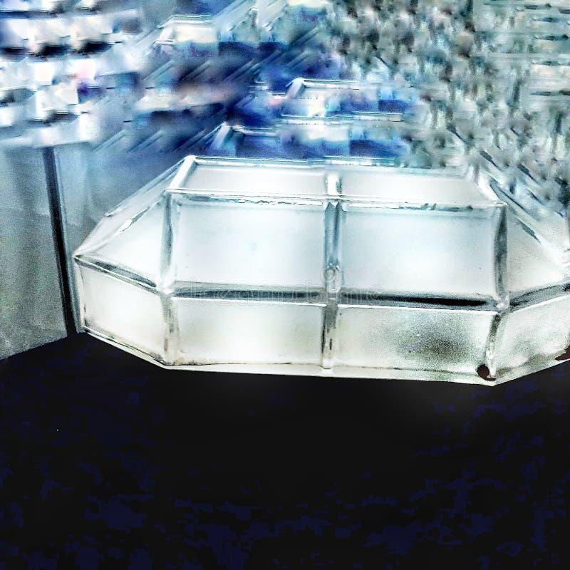 Όταν εμφανίστηκε το πρώτο ήταν προφανές ότι πολλοί περισσότεροι θα ακολουθούσαν ▪ λαμπερό UFO πολλαπλασιασμένο σε στοίβες στοκ φωτογραφία με δικαίωμα ελεύθερης χρήσης