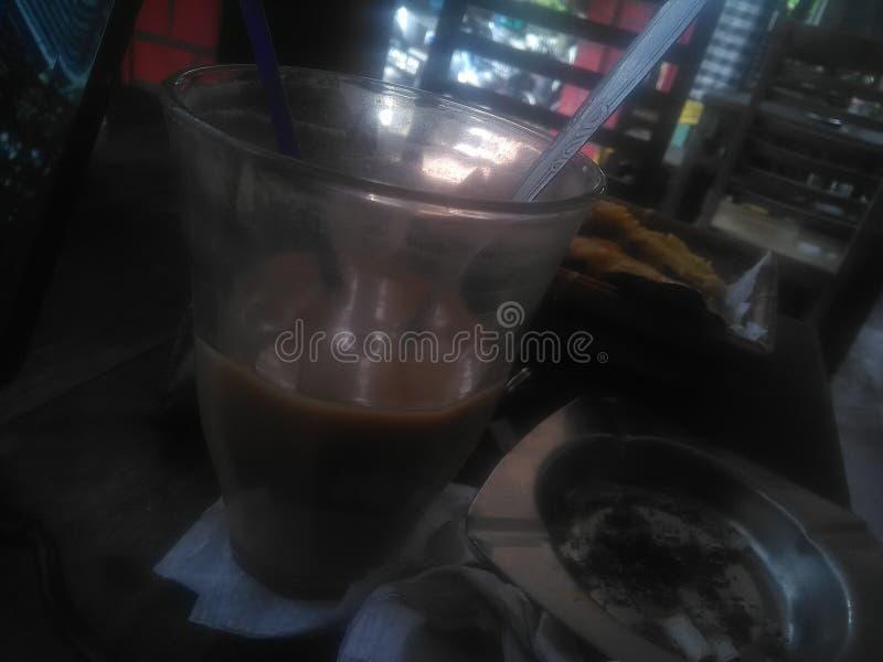 Όταν ο γαλακτώδης καφές συναντήθηκε τηγάνισε tofu στοκ φωτογραφία με δικαίωμα ελεύθερης χρήσης