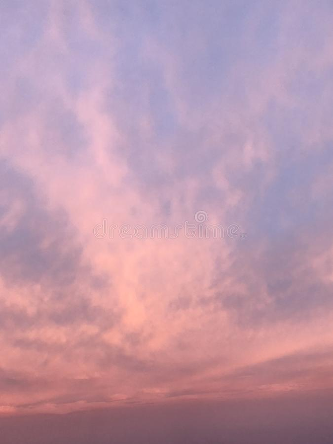 Όταν ροζ φορεμάτων ουρανού στοκ φωτογραφίες με δικαίωμα ελεύθερης χρήσης