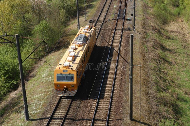 Όχημα υπηρεσιών σιδηροδρόμων στο σιδηρόδρομο στοκ εικόνα με δικαίωμα ελεύθερης χρήσης
