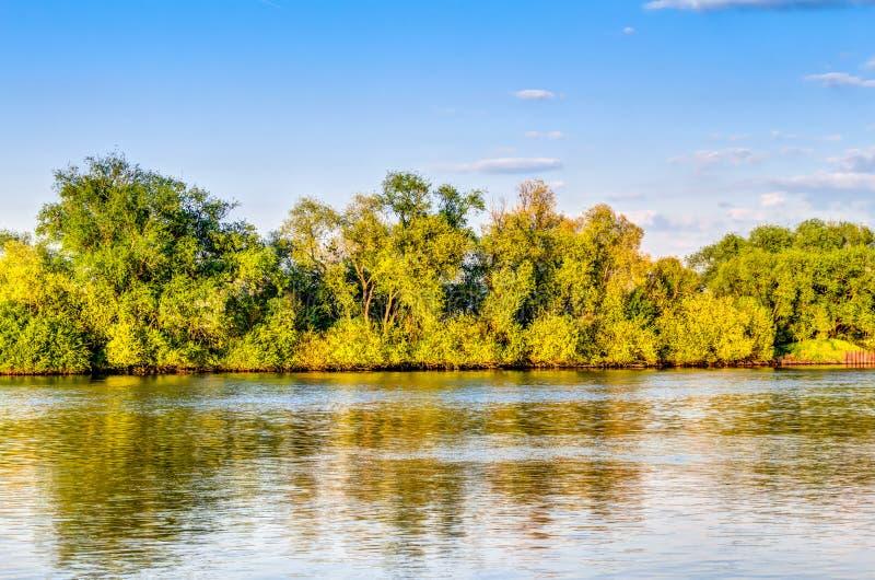Όχθη ποταμού του Ρήνου στοκ εικόνα με δικαίωμα ελεύθερης χρήσης