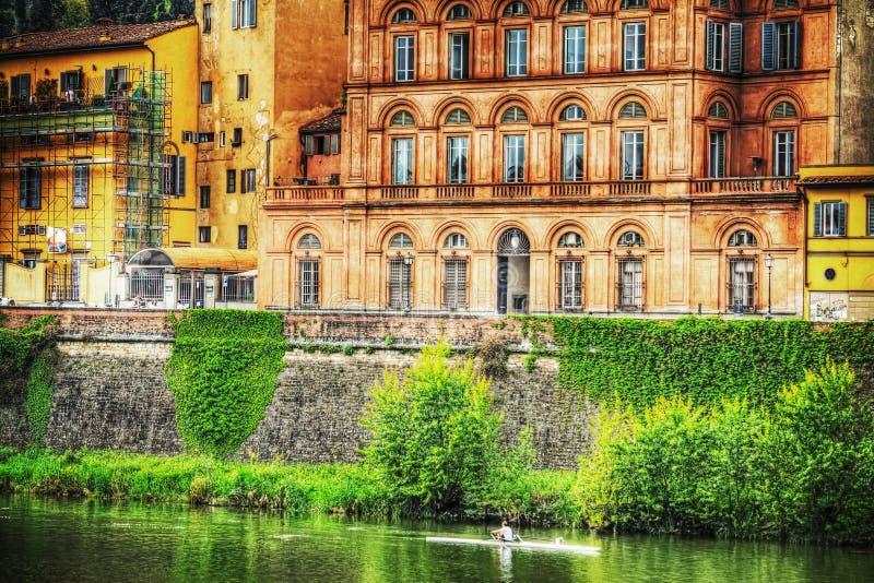 Όχθη ποταμού Arno στη Φλωρεντία στοκ φωτογραφία