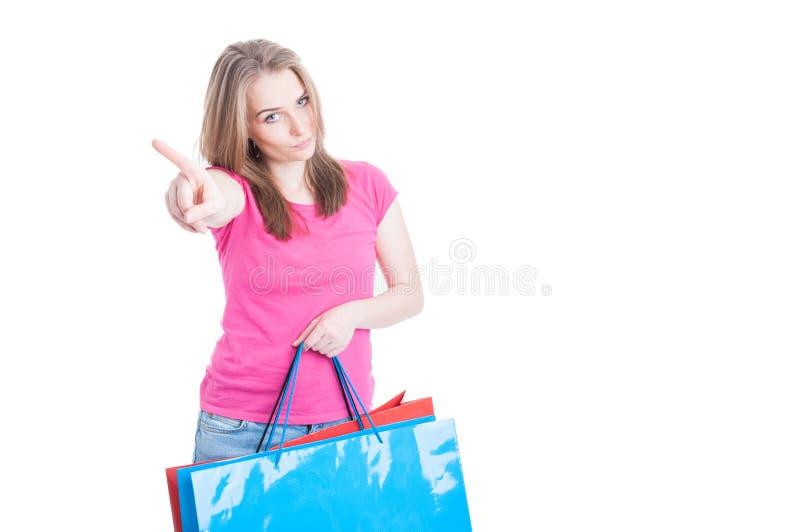 Όχι άλλη έννοια κατανάλωσης χρημάτων με νέο shopaholic στοκ εικόνες